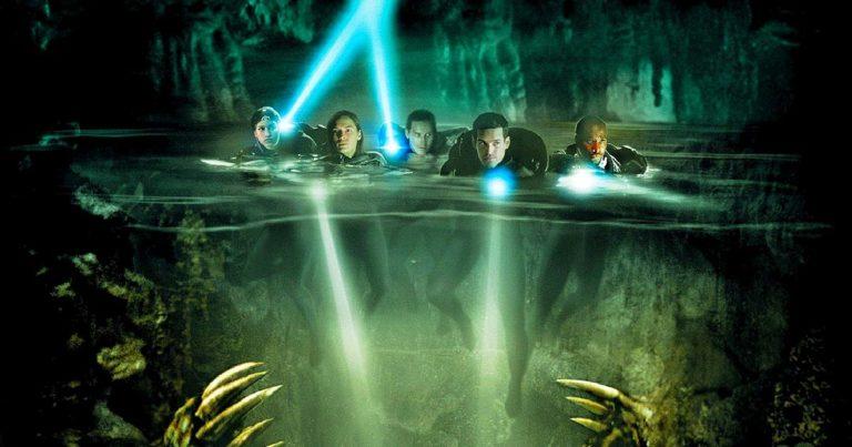 La caverna maldita, Bruce Hunt (2005)
