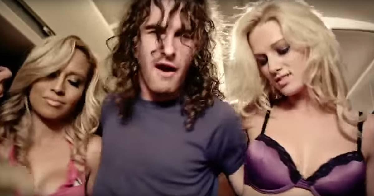 Airbourne y el vídeo de 'Blonde, bad & beautiful'
