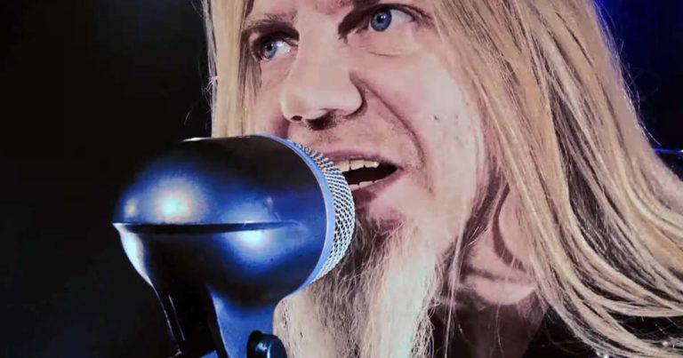 Tarot y el vídeo de 'Wings of darkness'
