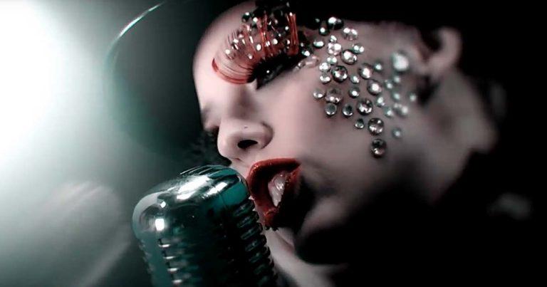 Omega Lithium y el vídeo de 'Dance with me'