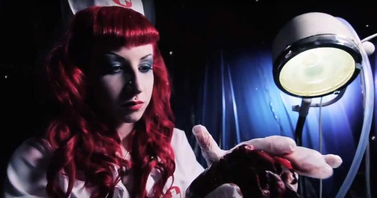 Fatal Smile y el vídeo de 'Welcome To The Freakshow'