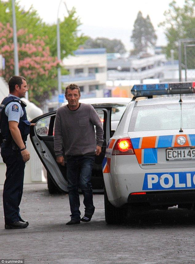 Phil Rudd detenido por intento de asesinato