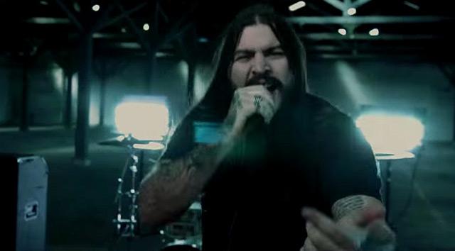 More than a thousand y el vídeo de 'Cross my heart'