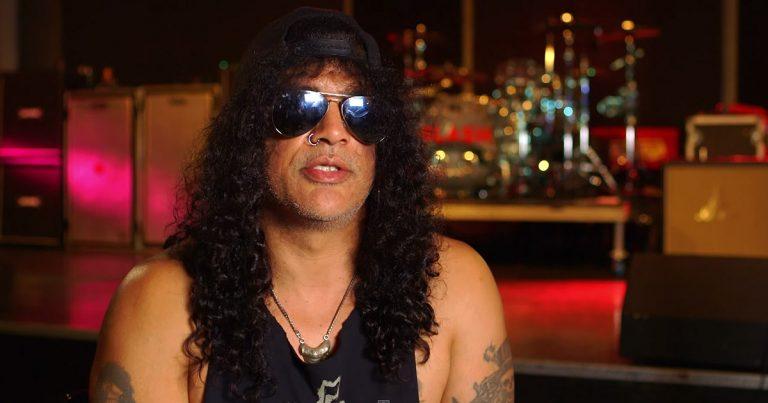 Slash y el vídeo de 'Beneath the Savage Sun'