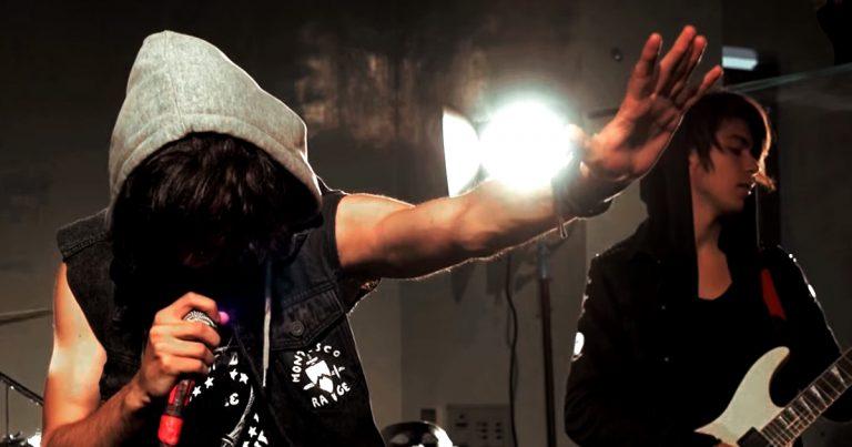 All I Am y el vídeo de 'The Masquerade'