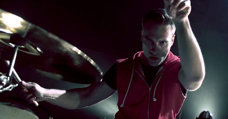 Corpore y el vídeo de 'I'm Still Alive'