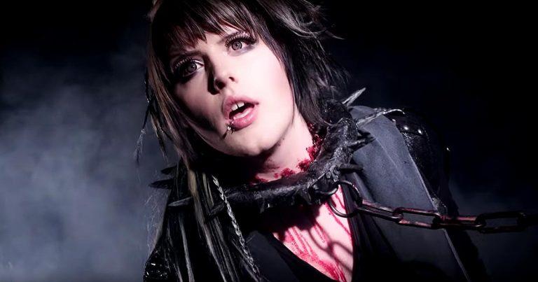 BatAAr y el vídeo de 'Always Die Young'