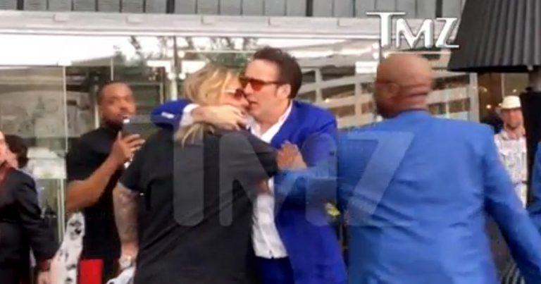 El cantante de Mötley Crüe Vince Neil y Nicolas Cage se enzarzan en Las Vegas
