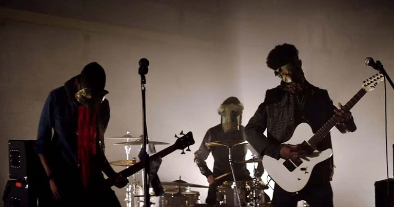 Unlocking the Truth y el vídeo de 'Take Control'