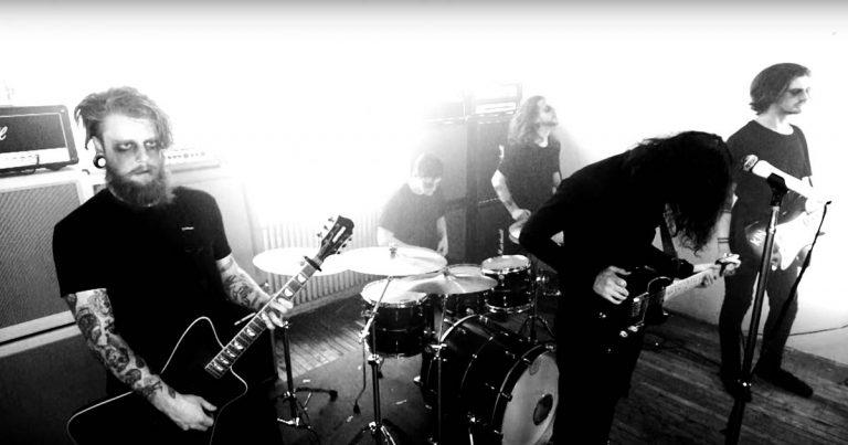 Ghost Bath y el vídeo de 'Happyhouse'