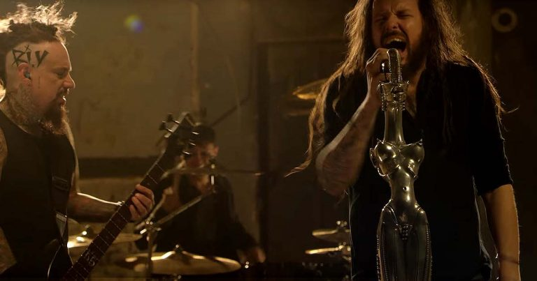 Korn y el vídeo de 'Rotting In Vain'