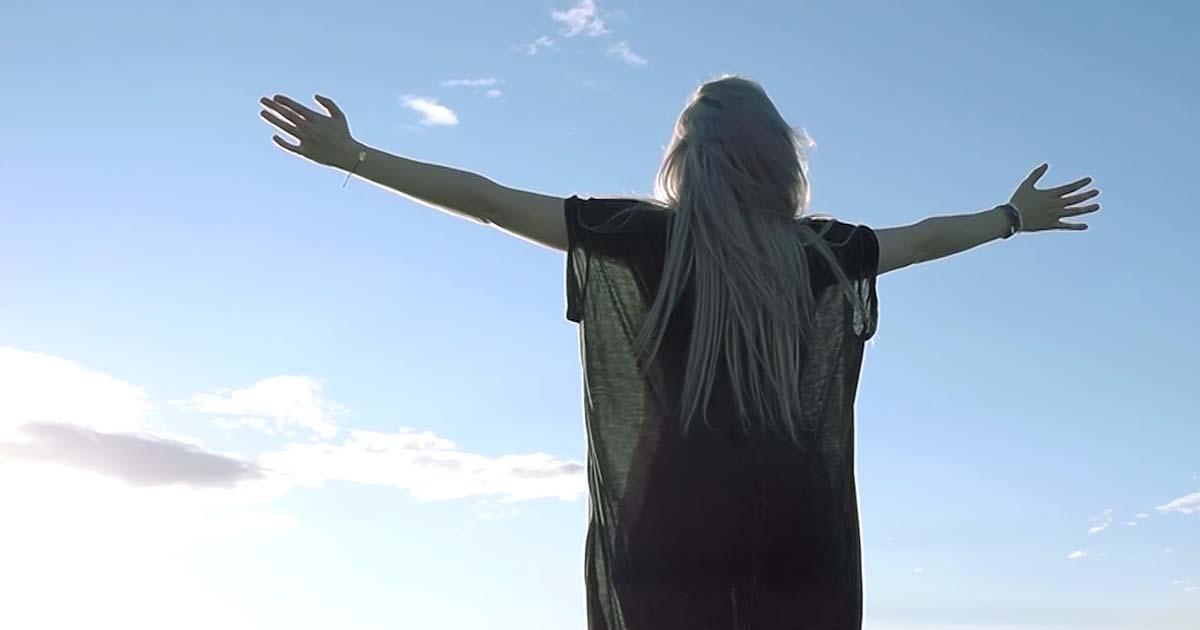 Sunburst y el vídeo de 'Lullaby'