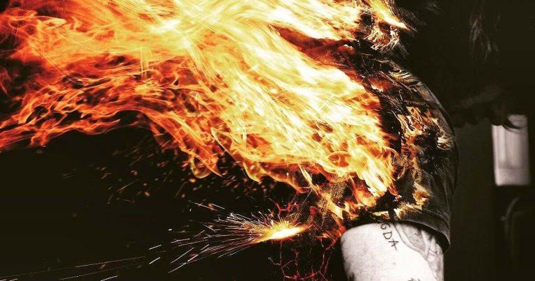 RadioZ estrenan su nuevo single 'Ardiendo' en lyric video