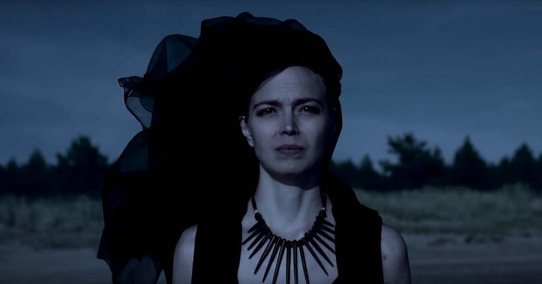 Trees of Eternity ofrecen 'Broken Mirror' en lyric video