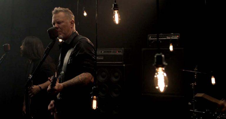 Metallica y el vídeo de 'Moth Into Flame'