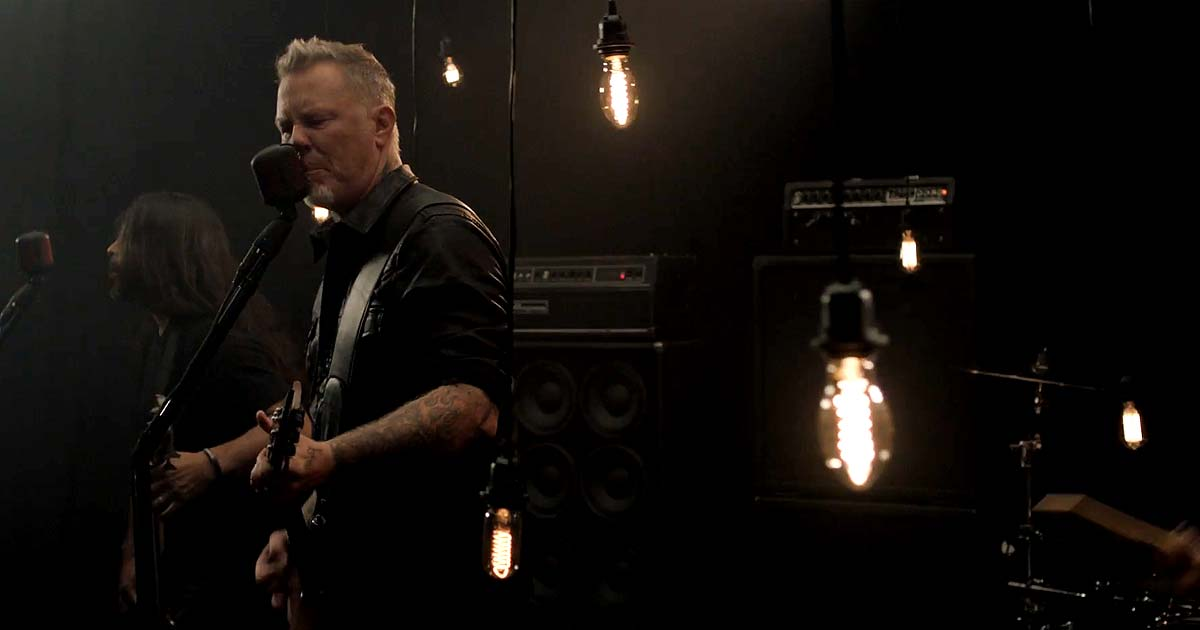 Metallica y el vídeo de 'Moth Into Flame'