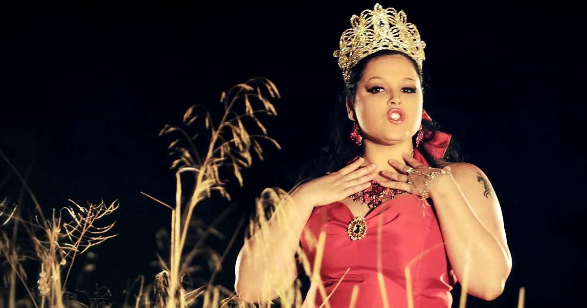 Premiere: Saltimbankya y el vídeo de 'Gipsy Queen'