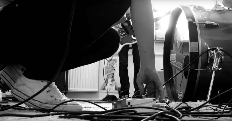 The Moth Gatherer y el vídeo de 'Probing The Descent Of Man'