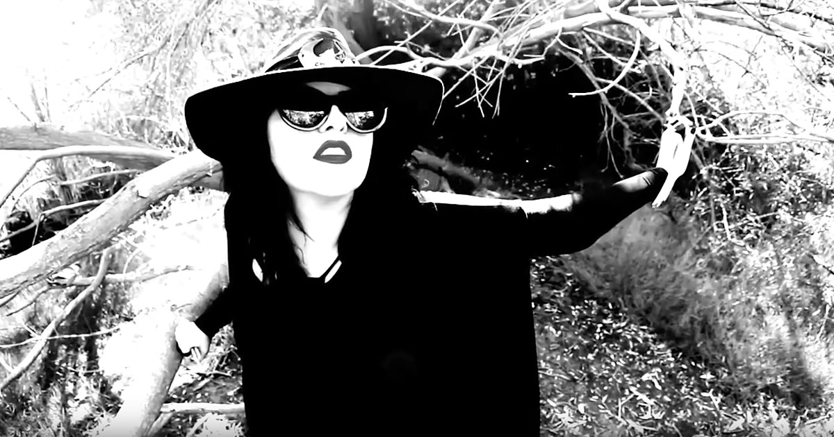 Tairrie B y el vídeo de 'Down As Dirt'