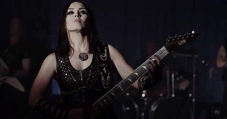 Crystal Viper y el vídeo de 'The Witch Is Back'