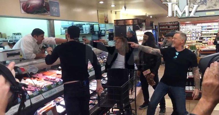 La bizarrada de la semana: Metallica en el supermercado cantando el 'Enter Sandman'