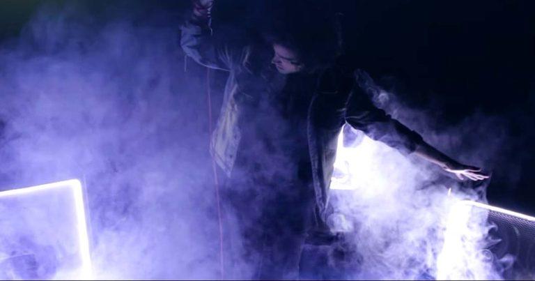 Walking With Wolves y el vídeo de 'Don't Hold Me Down'