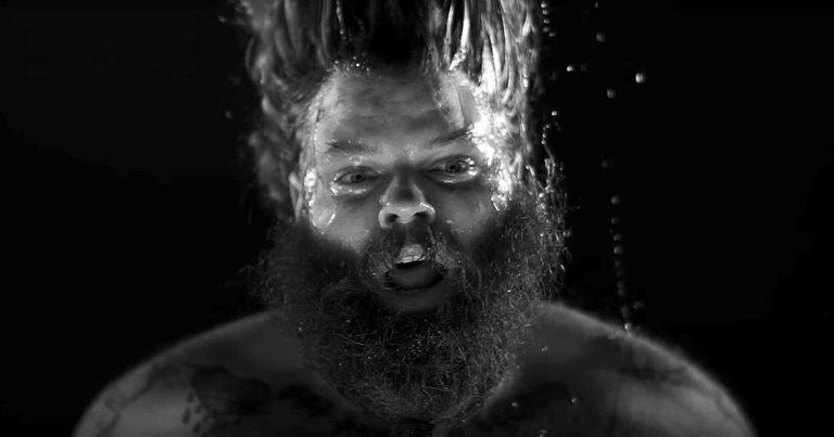 Toro y el vídeo de 'Painting with Shadows'