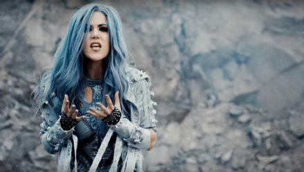 Arch Enemy y el vídeo de 'The Eagle Flies Alone'