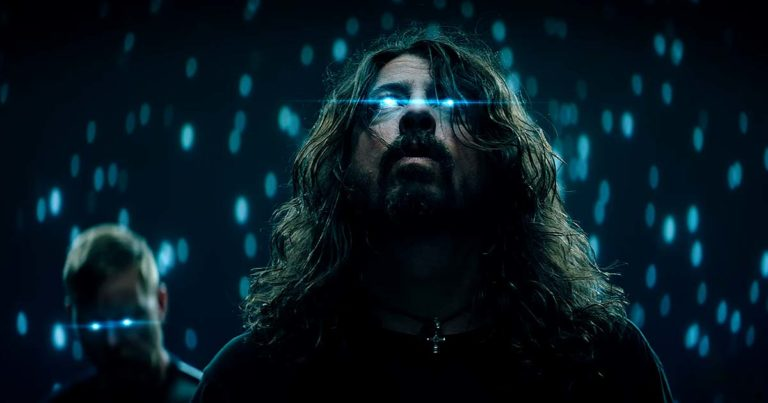 Foo Fighters y el vídeo de 'The Sky Is A Neighborhood'