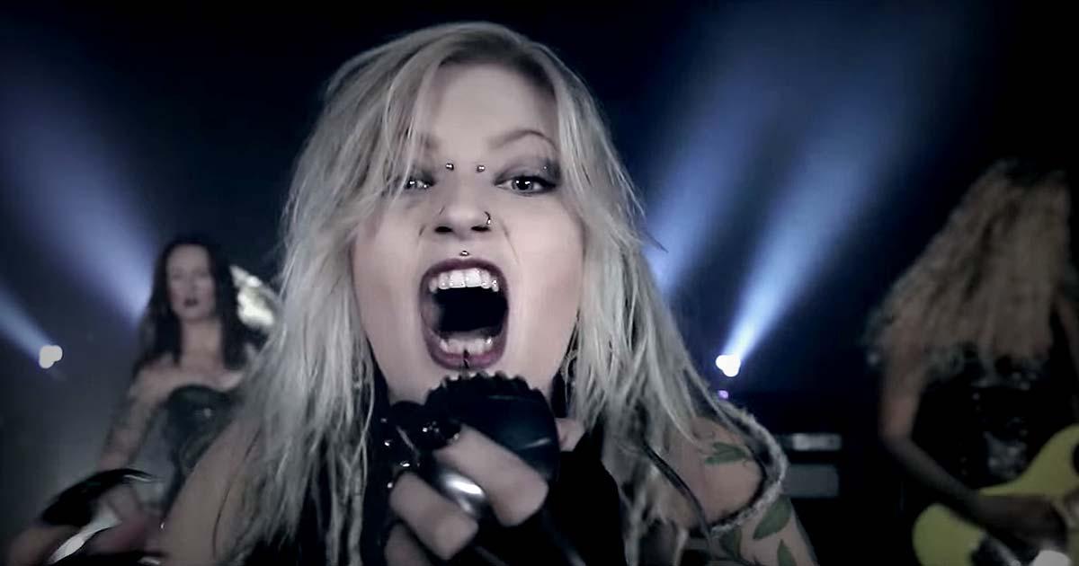Burning Witches y el vídeo de 'Black Widow'
