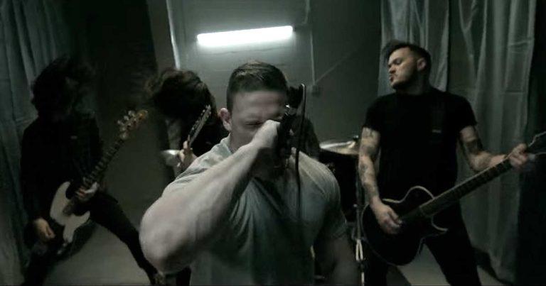 Harm's Way y el vídeo de 'Become a Machine'