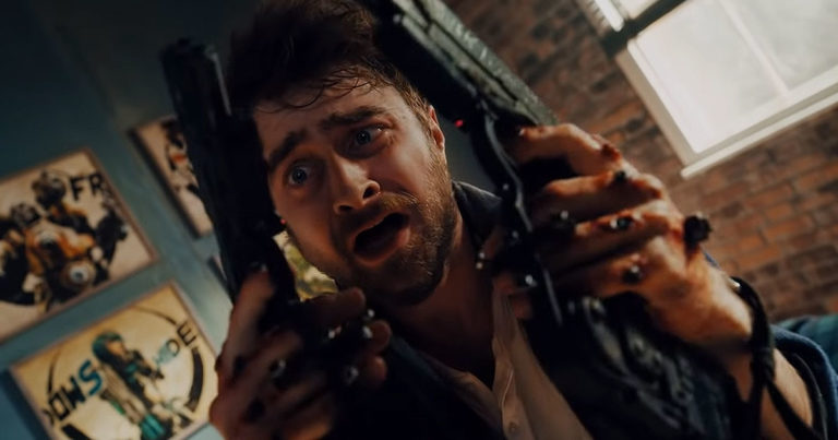 Guns Akimbo estrena un demencial adelanto con Daniel Radcliffe y Samara Weaving de matanza