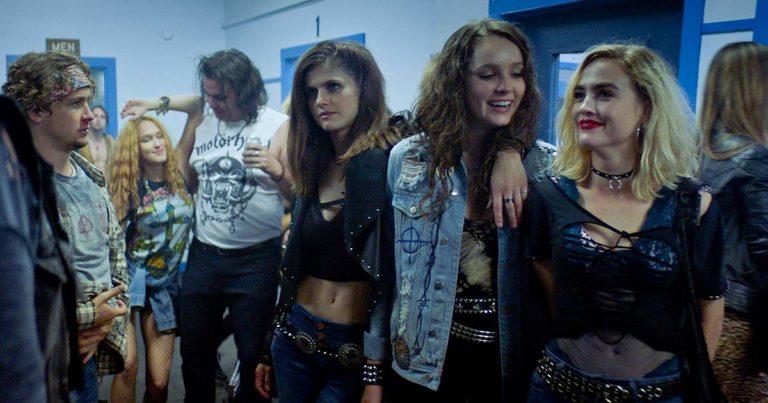 Heavy Metal ochentero y asesinatos satánicos en el trailer de 'We Summon the Darkness'