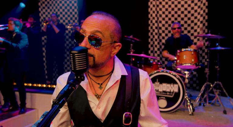 D.D. Verni, el bajista de Overkill, acaba de montar una banda de swing y arrasa
